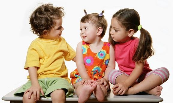 Threechildrentalking_Small